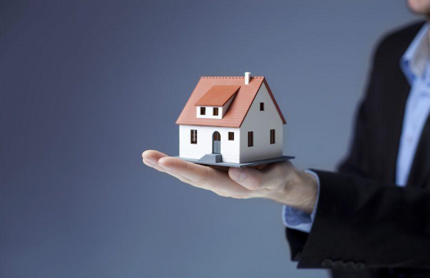 house_in_hand_pic_credit_bartlomiej_szewczyk